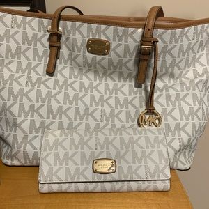 Women's MK Large Tote and Wallet set